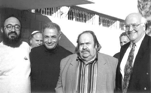 Справа  налево автор Михаэль Дорфман, писатель Илья Войтовецкий, посол РФ в  Израиле АЛександр Бовин и мэр Беер-Шевы Ицхак Рагер. 1994 г.